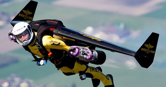Swiss-Jetman-flies-over-Grand-Canyon-with-his