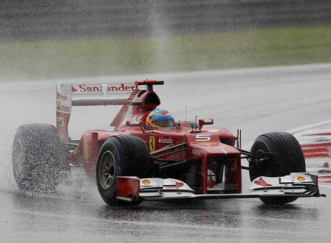 Alonso-compitiendo-Ferrari-Gran-Premio-Malasia