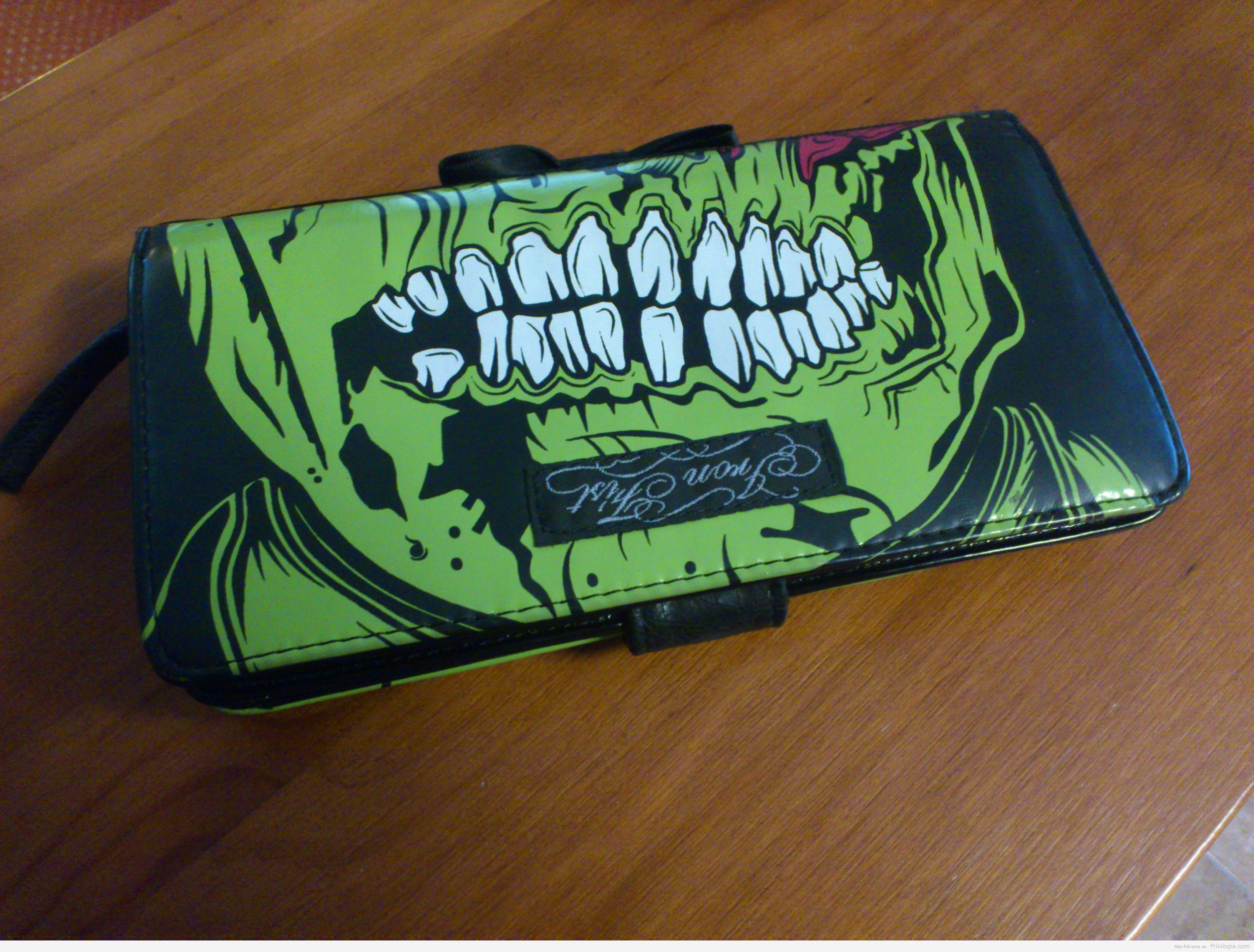 Cartera Zombie Stomper Iron Fist