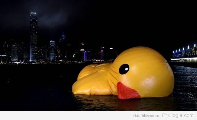 Deshinchando el pato de goma gigante