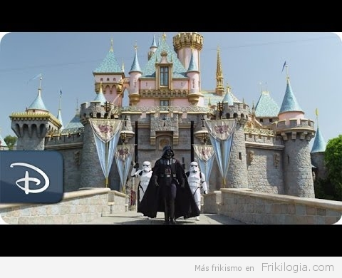 Darth Vader de vacaciones en Disney Land