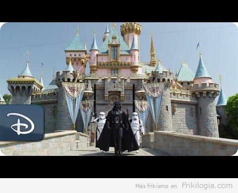 Darth Vader de vacaciones en Disney Land