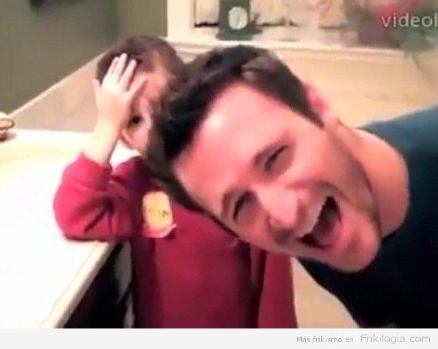 Reacción de un niño frente a una pareja gay (video subtitulado)